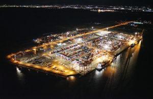 コンテナターミナル(屋外) 大型LED